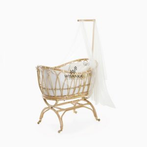 Lomy Rattan Crib with wheels