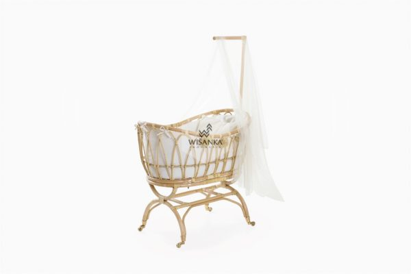 Lomy Rattan Crib with wheels